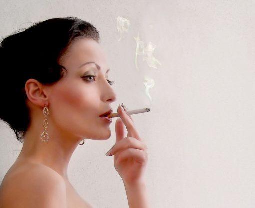 Horst Kistner - Elaine smoking - Detail 1