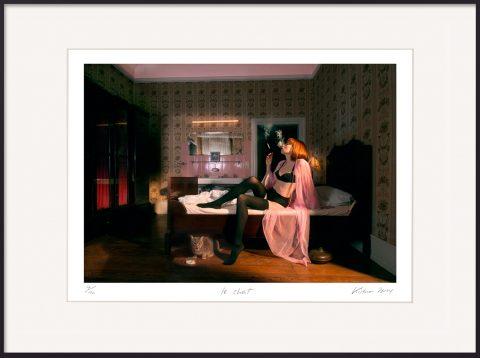 Horst Kistner | Fotografie | le chat Rothaarige Frau in Unterwäsche mit Katze unter dem Bett