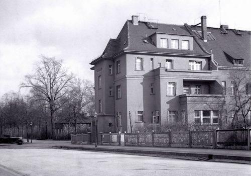 Alte Aufnahme eines Gebäudes aus den 20er Jahren in Golds Nord