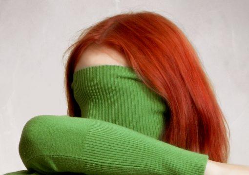Rothaarige mit grünem pullover