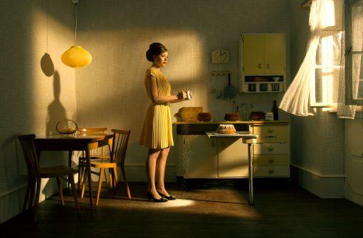 Postkarten Déjà Vu mit Frau in der Küche beim backen