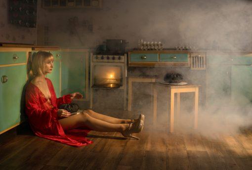 Postkarte Stepford Wife: ein Desaster in der Küche